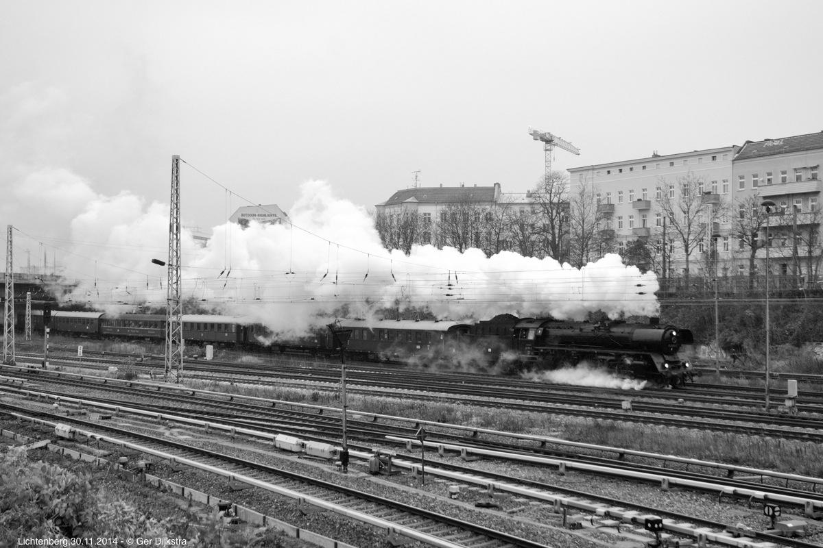 http://file.gerdijkstra.de/Foto/2014_11_30_Berlin_01.jpg